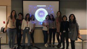 El Equipo De Boehringer Ingelheim Y Young IT Girls Durante Un Encuentro