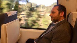 El ministro José Luis Ábalos viaja en el tren de Cáceres a Madrid