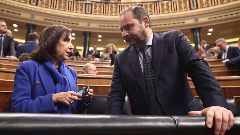 La ministra de Defensa y Asuntos Exteriores en funciones, Margarita Robles y el ministro de Fomento en funciones, José Luis Ábalos