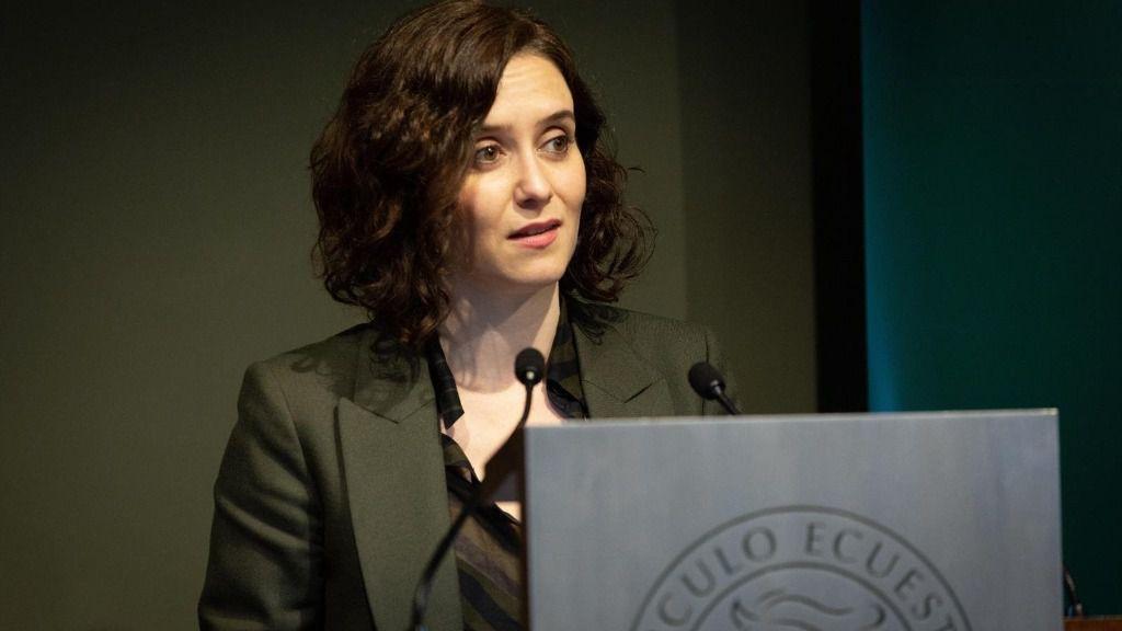 La presidenta de la Comunidad de Madrid, Isabel Díaz Ayuso, durante su intervención en una conferencia-almuerzo en el Círculo Ecuestre de Barcelona