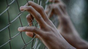 Valla manos carcel muro ceuta melilla inmigracion trump