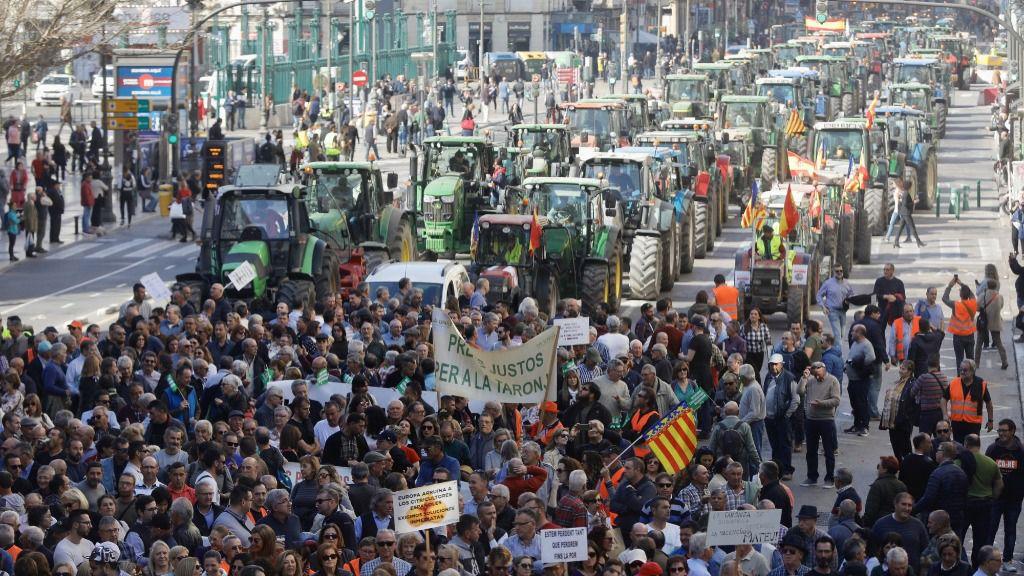 """gricultores y ganaderos organizan una 'tractorada' para manifestarse por la """"situación límite"""" que viven los trabajadores del sector primario"""