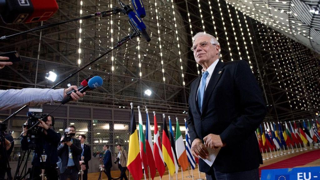 Josep Borrell ante la prensa en Bruselas