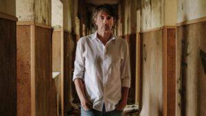 El escritor Juan Tallón, autor de la novela 'Rewind'