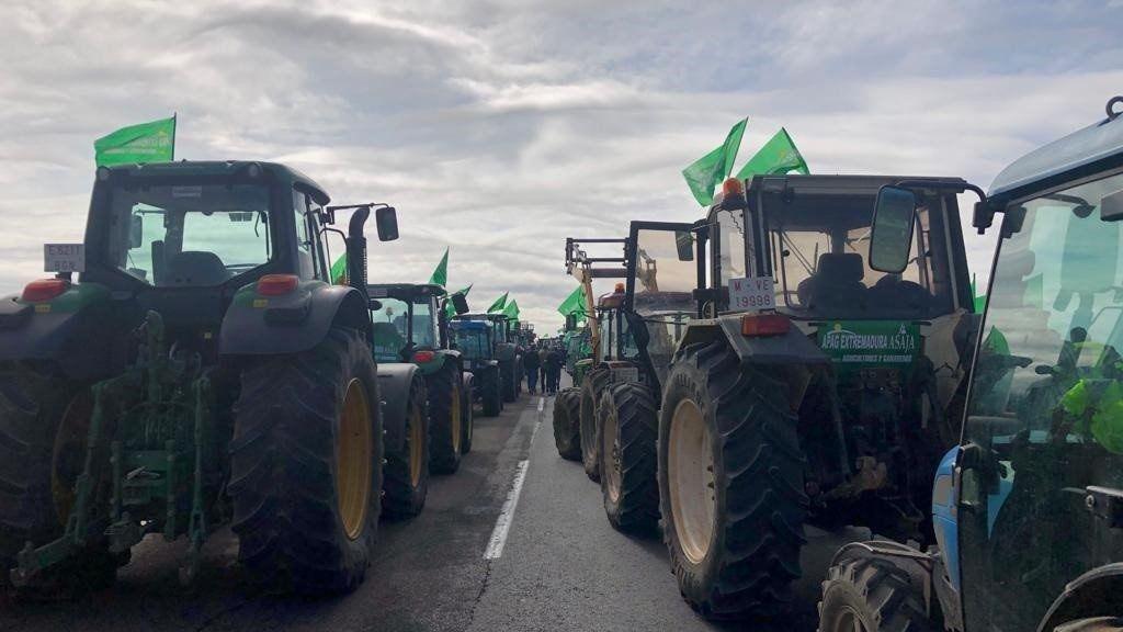 Cortes de carreteras por parte de los agricultores extremeños