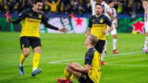 El jugador del Borussia Dortmund Erling Haaland celebra uno de sus goles ante el PSG