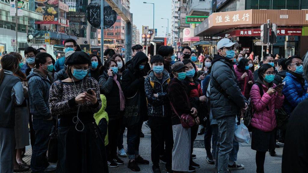Los sanitarios de Hong Kong se declaran en huelga para presionar al Gobierno para que cierre la frontera con China debido a la expansión del coronavirus
