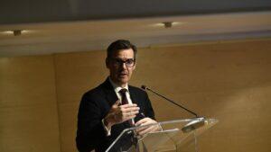 El secretario general del Tesoro, Carlos San Basilio, durante su intervención en la rueda de prensa sobre el papel del MEDE y el futuro de la Unión Económica y Monetaria