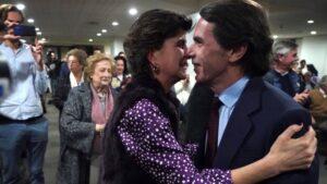 El expresidente del Gobierno, Jose María Aznar, junto con la expresidenta de los populares vascos, María San Gil