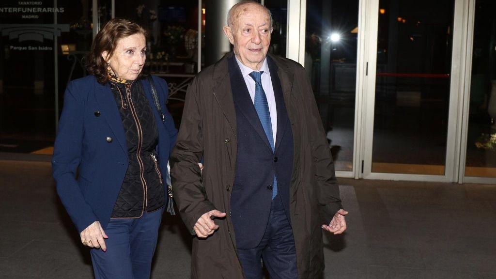 Lucio acude a darle el último adiós a su mujer María del Carmen García en el Tanatorio de San Isidro