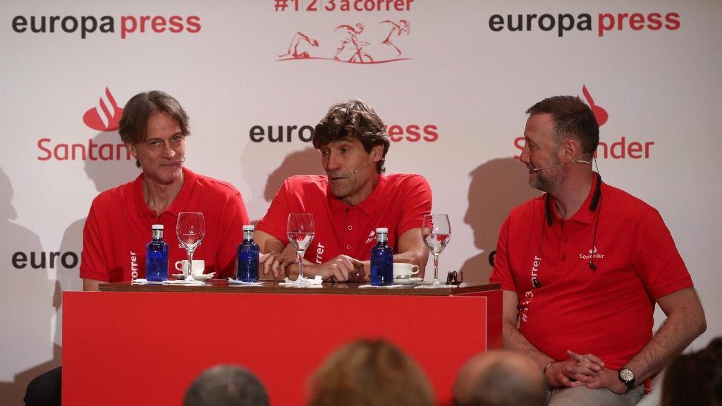 El exfutbolista Julio Salinas (c), en la presentación 'Reto, Mi primer maratón' en Sevilla a 21 de febrero del 2020