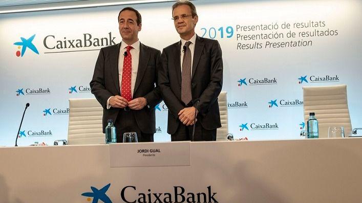 El presidente de CaixaBank, Jordi Gual, y el consejero delegado, Gonzalo Gortázar