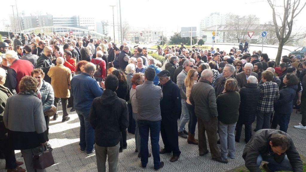 Protesta vecinal contra la apertura de un local de juego y apuestas en la calle Leonardo Torres Quevedo