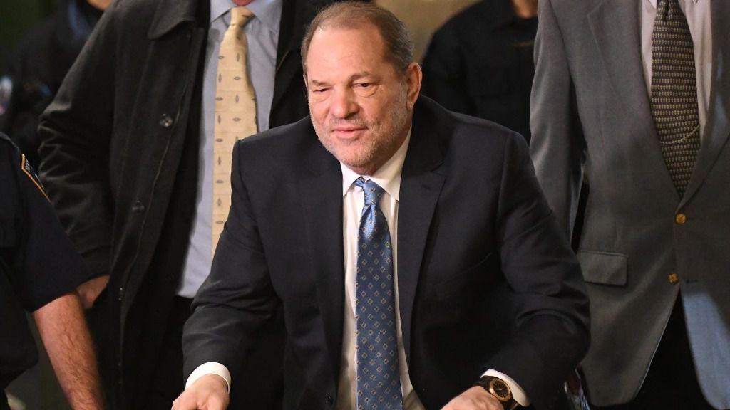 Harvey Weinstein entrando en la Corte Suprema de Nueva York