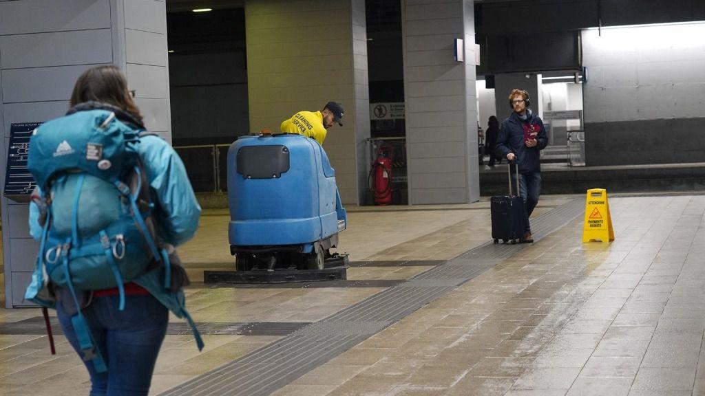 Tareas de limpieza en la ciudad de Milán
