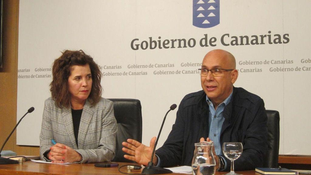 La consejera de Sanidad del Gobierno de Canarias, Teresa Cruz y el jefe del Servicio de Epidemiología del SUC, Domingo Núñez