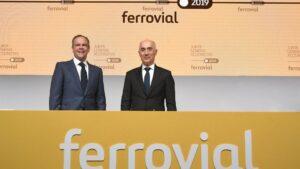 El presidente de Ferrovial, Rafael del Pino, y su consejero delegado, Íñigo Meirás, en la junta de accionistas de la compañía