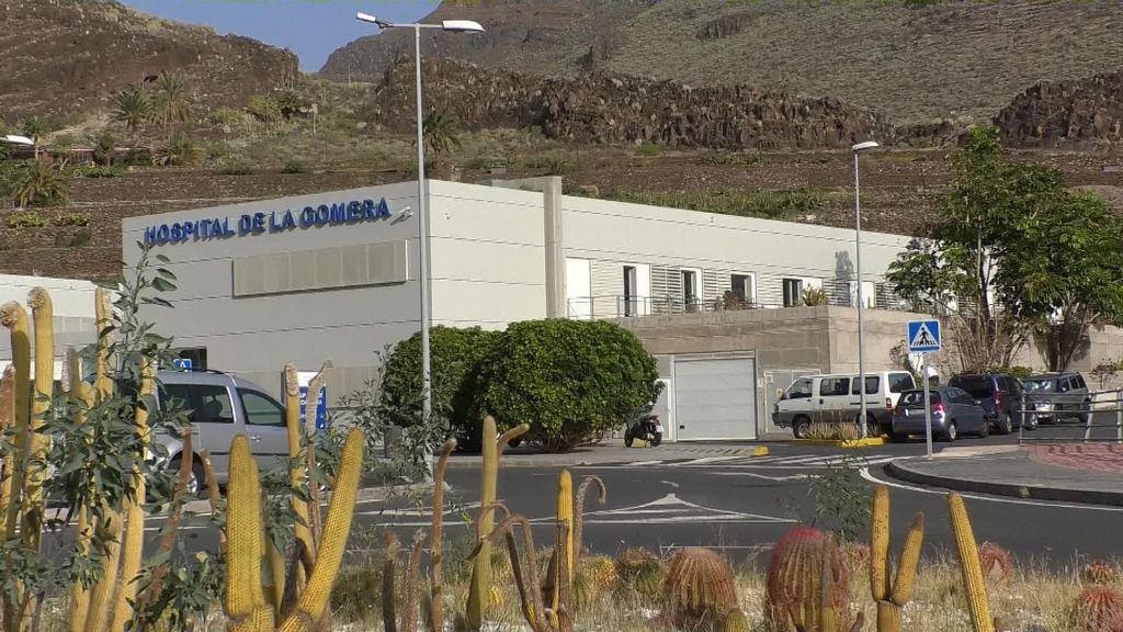Exterior del Hospital de La Gomera en el que sanidad ha aislado a cinco personas para estudiar un posible contagio de coronavirus, en La Gomera /Islas Canarias