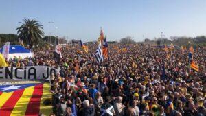 Ambiente festivo antes del acto del Consell per la República en Perpignan