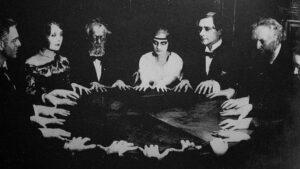 Sesión de espiritismo en el siglo XIX