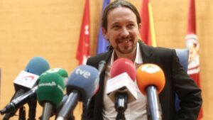 El vicepresidente segundo del Gobierno y ministro de Derechos Sociales y Agenda 2030 de España, Pablo Iglesias, minutos antes de intervenir en el acto 'Reaccionarismo y fascismo en el siglo XXI'