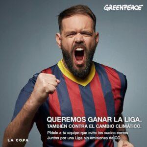 Greenpeace pide a LaLiga que reduzca sus viajes en avión en vuelos cortos