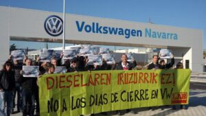 Concentración de LAB frente a Volkswagen Navarra
