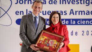 Los ministros de Ciencia e Innovación, Pedro Duque; y de Defensa, Margarita Robles