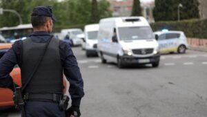Un agente de la Policía Nacional en un control policial en Madrid