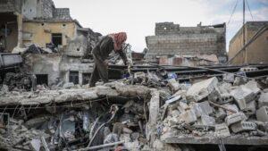 Daños causados por los bombardeos del Ejército de Siria contra la ciudad de Idlib, capital de la provincia