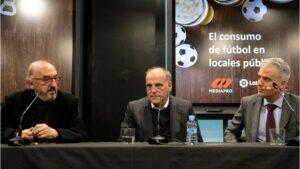 Los presidentes de Mediapro, Jaume Roures, y de LaLiga, Javier Tebas, en la presentación del estudio sobre consumo de fútbol en los bares