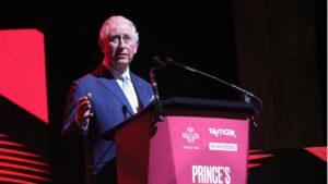 El príncipe Carlos en un acto público