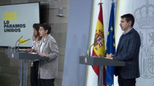 La secretaria de Estado de Cooperación, Ángeles Moreno, la ministra de Asuntos Exteriores, UE y Cooperación, Arancha González Laya y el director general de españoles en el Exterior y Asuntos Consulares, Juan Duarte