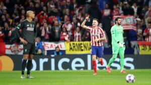 Saúl celebra el gol de la victoria ante el Liverpool