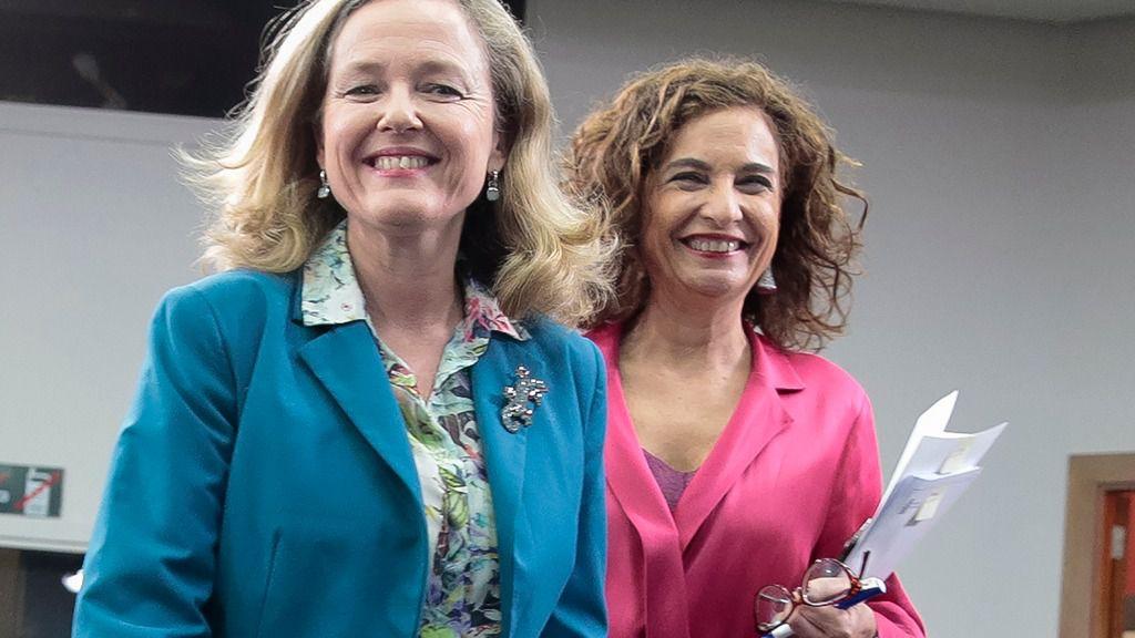 Las ministras de Economía, Nadia Calviño, y Hacienda, María Jesús Montero