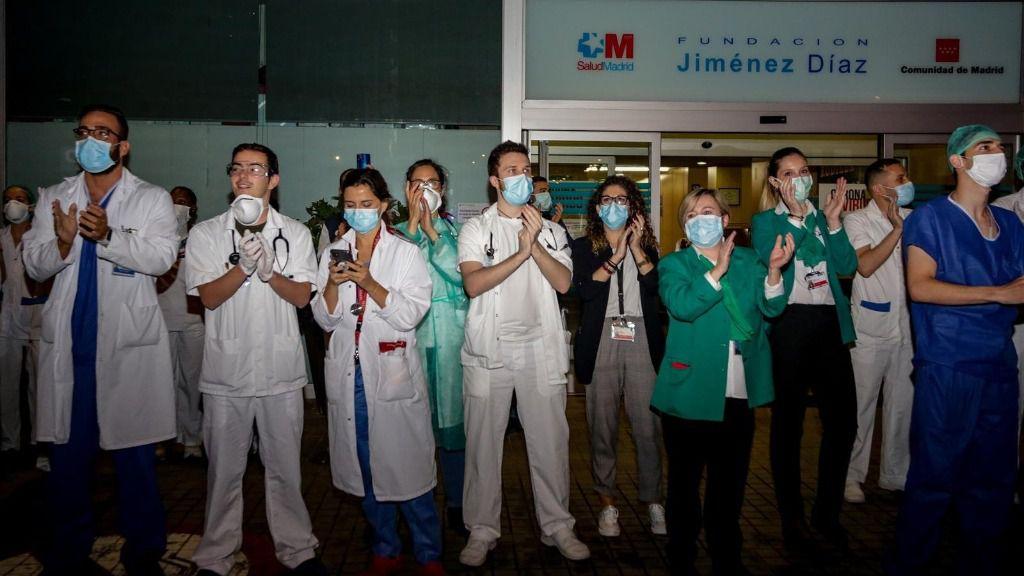 Aplausos a los trabajadores sanitarios