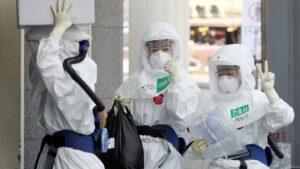 Trabajadores médicos en el hospital de Dongsan en Daegu (Corea del Sur)
