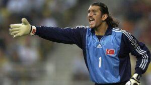 Rustu Recber, en un partido con la selección de Turquía