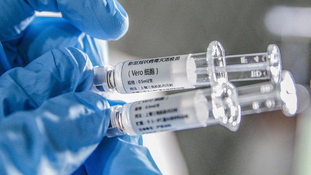 Muestras de una de las vacunas contra Covid-19 que se someterán a ensayos clínicos