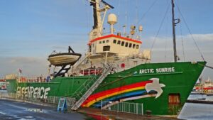 Barco de Greenpeace