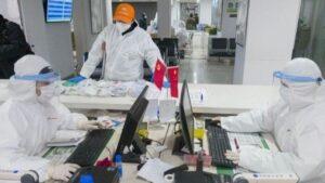 Médicos en una farmacia de Wuhan, en la provincia de Hubei, en China central. 27 de febrero de 2020