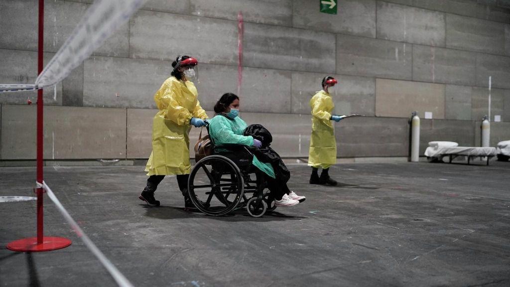 Imagen de los primeros pacientes con coronavirus derivados al hospital provisional instalado en Ifema, en la Comunidad de Madrid