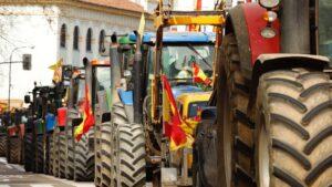 Tractorada bajo el lema '¿Quién te dará de comer mañana?, en Zaragoza (España), a 10 de marzo de 2020