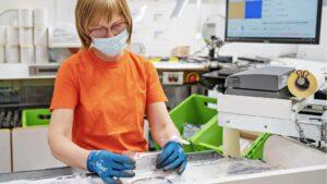 El centro de recambios de Skoda vuelve al trabajo y garantiza el suministro de piezas pese al Covid-19