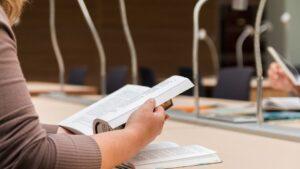 Oposiciones estudiar libros bibliotea