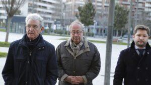 El ex gerente del Club de Fútbol Osasuna, Ángel Vizcay (centro)
