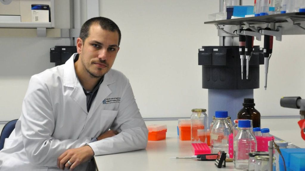 El investigador Iñaki Comas en el laboratorio