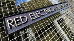 Letrero del Grupo Red Eléctrica de España en su sede de Alcobendas