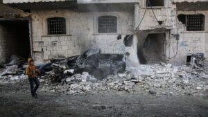 Imagen de un edificio afectado por los bombardeos en la región siria de Idlib