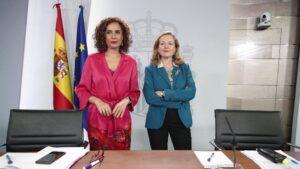 La ministra Portavoz y de Hacienda, María Jesús Montero y la vicepresidenta tercera y ministra de Asuntos Económicos y Transformación Digital, Nadia Calviño
